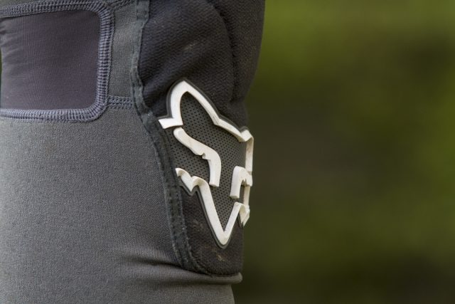 fox head launch enduro knee pads