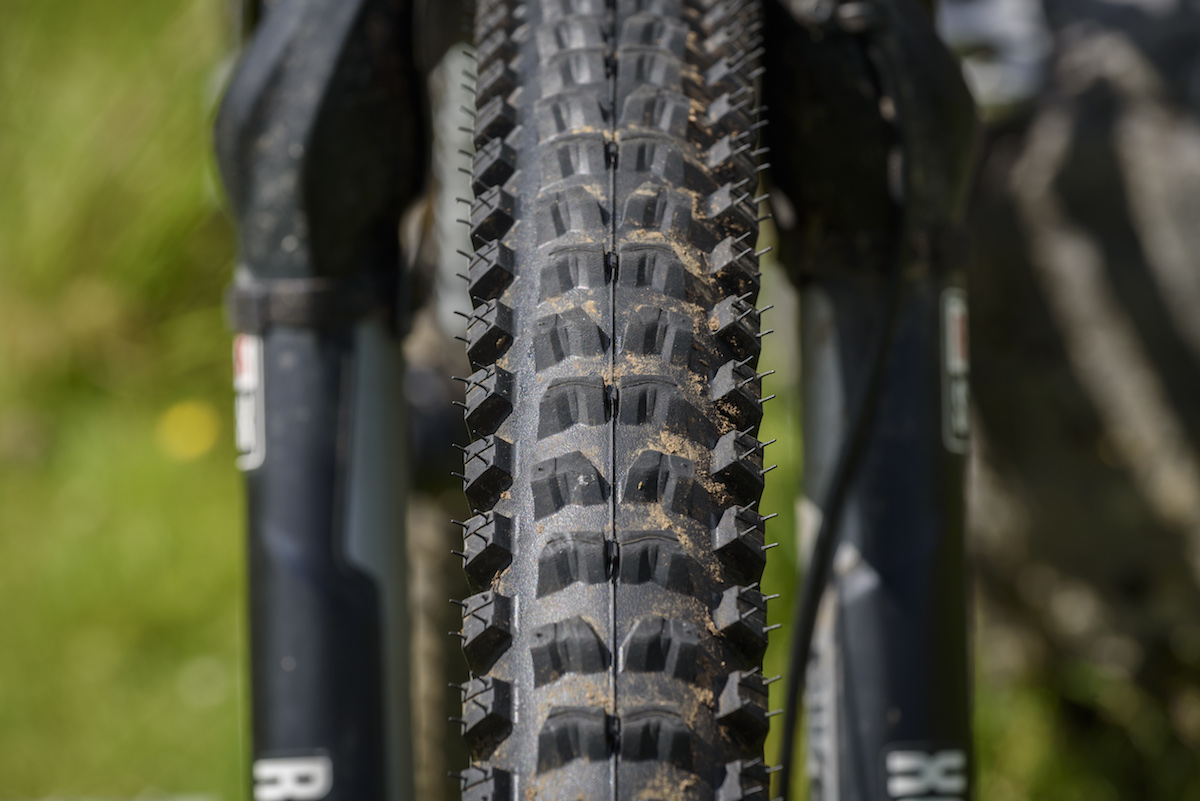 919d8a10827 continental der kaiser projekt tubeless tyre issue 114. The ramped centre  tread helps to provide deceivingly quick rolling.